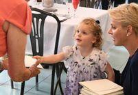 Charlène de Monaco : les jumeaux accompagnent leur mère pour rendre visite à des personnes âgées