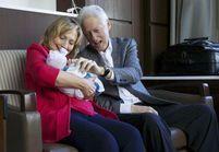 Hillary et Bill Clinton partagent leur joie d'être grands-parents sur Twitter