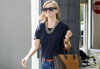 Le look du jour : Reese Witherspoon adore son sac Louis Vuitton