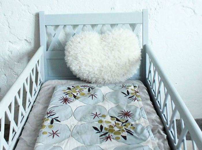 Un lit années 50 pour une chambre de bébé vintage