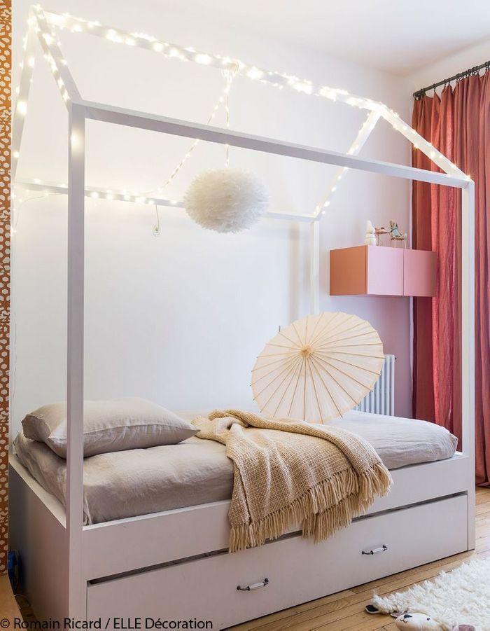 Une chambre d'enfant aux teintes poudrées